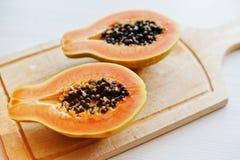Egzotyczny owocowy melonowiec lub papaw odizolowywający na białym tle Zdjęcia Stock