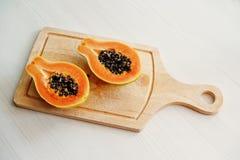 Egzotyczny owocowy melonowiec lub papaw odizolowywający na białym tle dalej zalecamy się Fotografia Royalty Free
