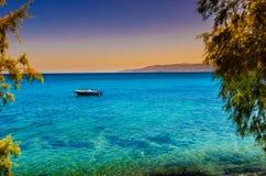 Egzotyczny widok, łódź przeciw niebu Zdjęcia Stock