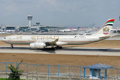 A6-EHA Etihad Airways, Airbus A340-541 Lizenzfreie Stockfotos