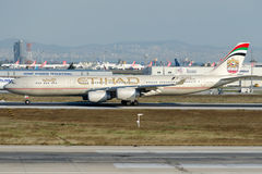 A6-EHB Etihad Airways, flygbuss A340-541 Royaltyfri Bild