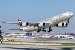 A6-EHD Etihad Airways, аэробус A340-541 Стоковое Изображение RF