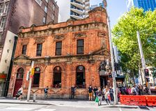 Ehemalige Bank des Australien-Erbgebäudes auf George, den Straße jetzt zu eine Kneipe machte, nannte die 3 klugen Affen stockbild