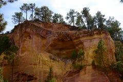 Ehemaliger ockerhaltiger Steinbruch in Roussillon, Frankreich Lizenzfreies Stockbild