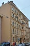 Ehemaliges rentables Haus auf Damm von Admiralteysky-Kanal in St Petersburg, Russland Lizenzfreie Stockfotos