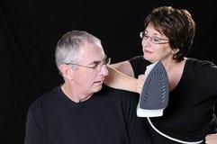 Ehemann und Frau mit Eisen Stockbilder