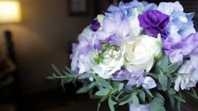 Eheringe Auf Einem Blumenstrauss Von Weissen Blumen Eheringe Und