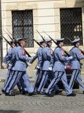Ehrenwache von Prag-Schloss Stockfotografie