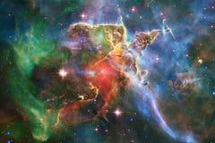 Ehrfürchtig vom Weltraum Milliarden Galaxien im Universum lizenzfreies stockbild
