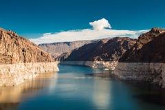 Ehrfürchtige Ansicht über den Colorado hinter dem Hooverdamm stockfoto