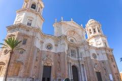 Ehrfürchtige Ansicht über Kirche in Cadiz, Spanien Lizenzfreies Stockfoto