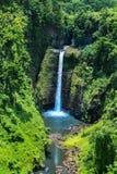 Ehrfürchtige Ansicht tropischen Wasserfalls Samoa Sopoaga nah oben, Urlaubsziel des Pazifischen Ozeans lizenzfreies stockbild