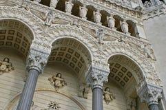 Ehrfürchtige mittelalterliche Architektur der Lyon-Kathedrale Lizenzfreies Stockfoto