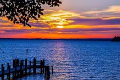 Ehrfürchtiger zu verehren Sonnenuntergang lizenzfreie stockbilder