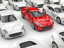 Ehrfürchtiges rotes Sportauto in der Menge von weißen Autos lizenzfreie abbildung