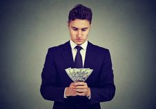 Ehrgeiziger junger Geschäftsmann mit Geld stockfotos
