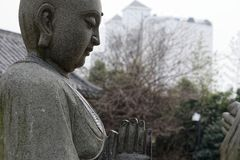 Ehrwürdige schnitzen-große Steinstatue achtzehn Stockfotografie
