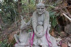 Ehrwürdige schnitzen-große Steinstatue achtzehn Stockfotos