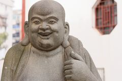 Ehrwürdige schnitzen-große Steinstatue Maitreya-Eighteen Lizenzfreie Stockfotografie