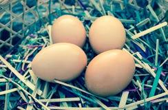 Ei auf dem Korb Lizenzfreie Stockfotografie