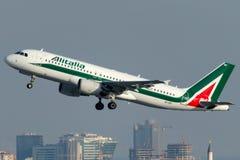 EI-IKF Alitalia, flygbuss A320-214 Arkivfoto