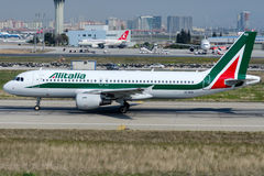 EI-IKG意大利航空,空中客车A320-214 免版税图库摄影