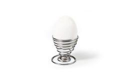 Ei im gewundenen Eierbecher Lizenzfreie Stockbilder