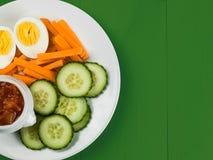 Ei-Karotte und Gurke Crudites mit Tomaten-Salsa stockbild