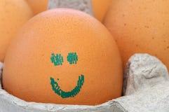 Ei met gestempeld smileygezicht Stock Foto