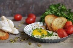 Ei met toost voor ontbijt Royalty-vrije Stock Afbeeldingen
