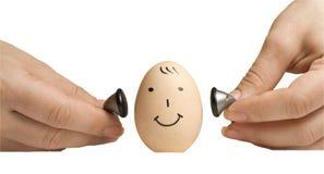 Ei mit menschlichem Gesicht und Kopfhörern Stockbilder