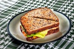 Ei-Sandwich auf einer Platte stockfotos
