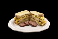 Ei-Sandwich mit Würsten Lizenzfreie Stockfotos