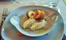 Ei und schwarze Trüffelfeinschmeckerküche Stockfotografie