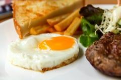 Ei und Steak Lizenzfreie Stockfotografie