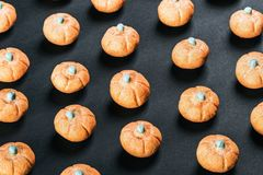 Eibische in Form eines Kürbises für den Feiertag Halloween stockfoto