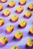 Eibische in Form eines Kürbises für den Feiertag Halloween lizenzfreies stockbild