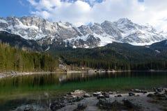 Eibsee en Zugspitze Stock Foto