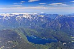 Eibsee sjö och Bayern fjällängar Arkivbilder