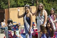 Eichen-Ansicht, Kalifornien, USA am 24. Mai 2015 Memorial Day -Parade kennzeichnet Frau Eichen-Ansicht Lizenzfreies Stockfoto
