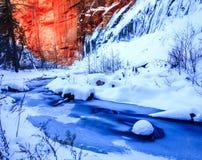 Eichen-Nebenfluss im Winter Lizenzfreie Stockfotografie