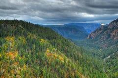 Eichen-Nebenfluss-Schlucht im Herbst Lizenzfreie Stockbilder