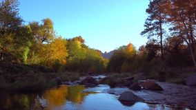Eichen-Nebenfluss-Schlucht nahe Sedona, Arizona stock video footage