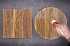 Eichenholzbeschichtung mit Bürste Stockfotos