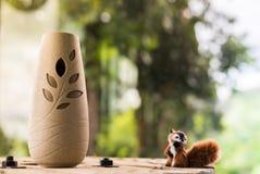 Eichhörnchenpuppe Unschärfehintergrund Stockbilder