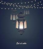 Eid Al Adha Mall för hälsningkort på religiös ferie för Eid Al-Fitr muslim med lyktor på suddig ljusbakgrund Royaltyfri Bild