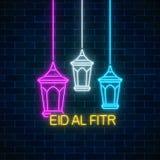 Eid-Al fitr Grußkarte mit mit fanus Laternen Glühender Neon-heiliger Monat Ramadans unterzeichnen auf dunklem Backsteinmauerhinte lizenzfreie abbildung
