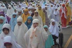 Eid AlAdha祷告在三宝垄 免版税库存照片