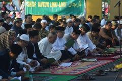 Eid AlAdha祷告在三宝垄 免版税库存图片