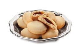Блюдо с печеньями на исламские праздники изолированными на белизне стоковые изображения rf